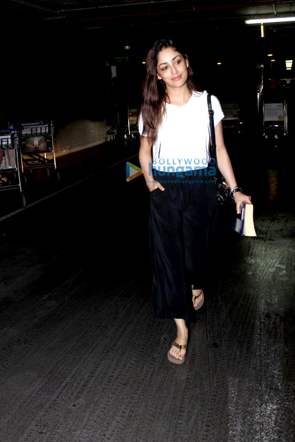 Yami Gautam & Kiara Advani snapped at the domestic airport