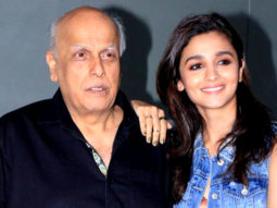 """I've NEVER SEEN Shah Rukh Khan On Screen The Way He Has Emerged In Dear Zindagi"": Mahesh Bhatt Parties Video Image"