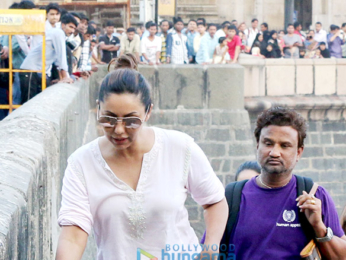 Gauri Khan and others arrive from Alibaug after Shah Rukh Khan's birthday bash