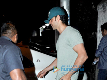 Hrithik Roshan snapped post 'Kaabil' meeting at Salim Merchant and Sulieman Merchant's office in Juhu