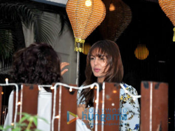 Huma Qureshi snapped with his new look post salon session at B'Blunt