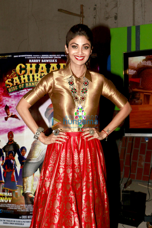 Shilpa Shetty tries out the Chaar Sahibzaade VR experience