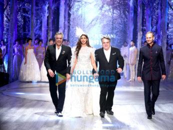 Shweta Nanda Bachchan walks for Abu Jani Sandeep Khosla show for 'Volvo'