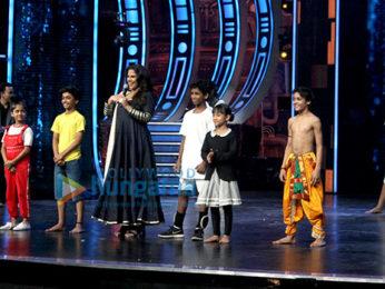 Vidya Balan promotes 'Kahaani 2' on the sets of Super Dancer