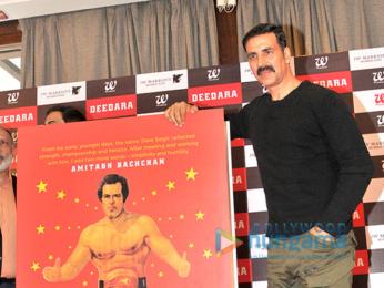 Akshay Kumar & Vindu Dara Singh launch the book Deedara aka Dara Singh