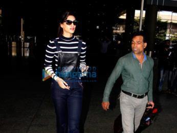 Anushka Sharma, Virat Kohli, Sonam Kapoor & Kriti Sanon snapped at the airport