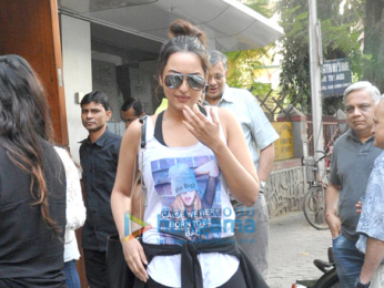 Sonakshi Sinha snapped post her lunch at 'Salt Water Cafe'