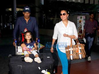 Akshay Kumar, Ajay Devgn, Kajol, Jacqueline Fernandez, Parineeti Chopra and others snapped at the airport