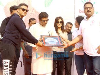 Arjun Kapoor & Raj Thackeray grace the Lokhandwala Marathon