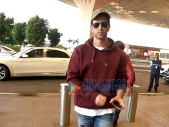 Hrithik Roshan departs for 'Kaabil' promotions in Dubai