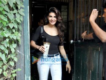 Kareena Kapoor Khan, Jacqueline Fernandez, Ileana Dcruz, Malaika Arora Khan & Amrita Arora snapped in Bandra