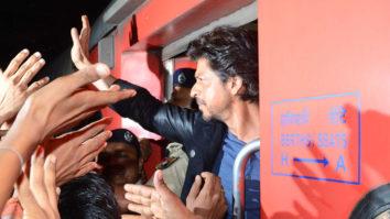 Shah Rukh Khan's Raees By Rail ROCKING HUNGAMA video