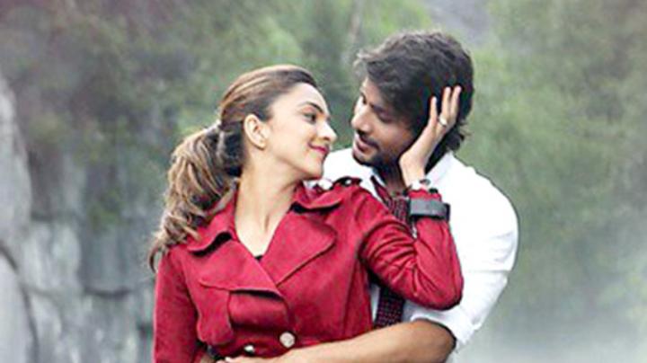 Machine Song Itna Tumhe Featuring Yaseer Desai & Shashaa Tirupati