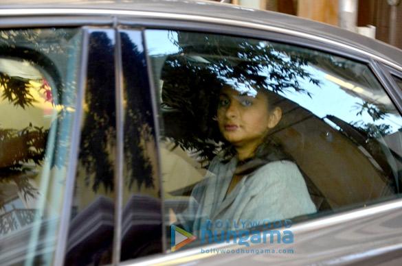 Rhea Kapoor snapped post meeting at Kareena Kapoor Khan's house