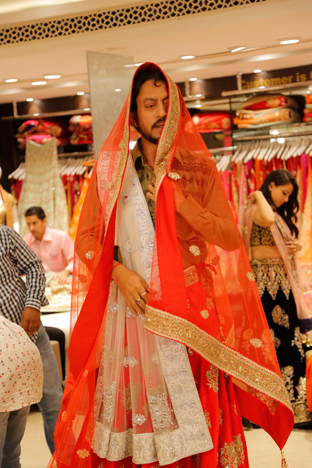 Irrfan Khan learns how to wear a sari for Hindi Medium