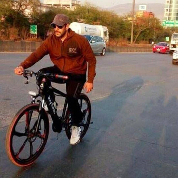 48395ae76 Check out: Salman Khan goes cycling in Panvel - Bollywood Hungama