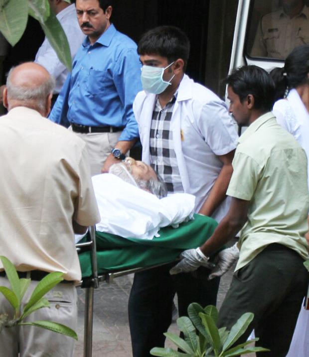 Bereaved Veteran actor Vinod Khanna embarks on his final journey-2