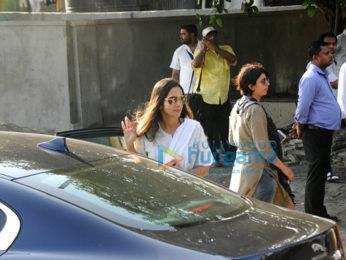Celebrities attend the last rites of Vinod Khanna in Worli