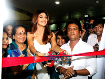 Shilpa Shetty inaugurates her make up artist's salon in Mumbai