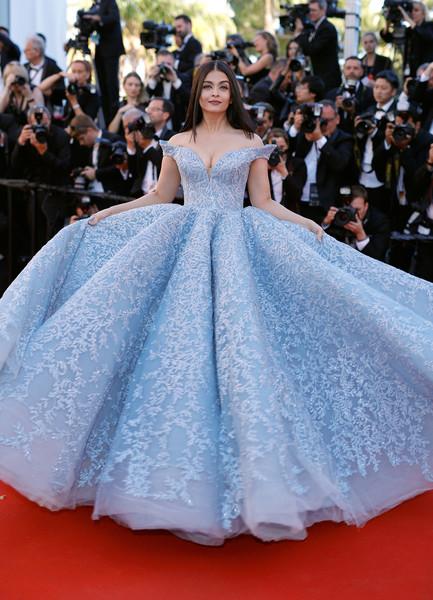 Aishwarya Rai Bachchan looks like-5
