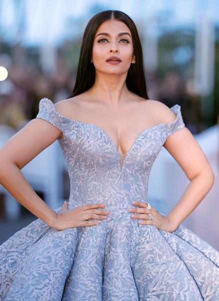 Aishwarya Rai Bachchan looks like-7
