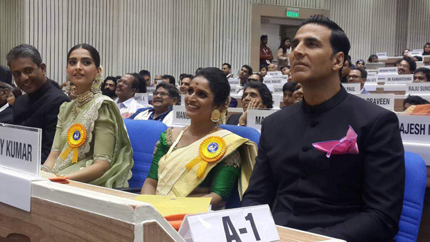 Akshay Kumar and Sonam Kapoor accept their awards in presence of their family -3