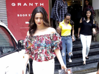 Alia Bhatt unveils author Amish's new book at Granth in Juhu