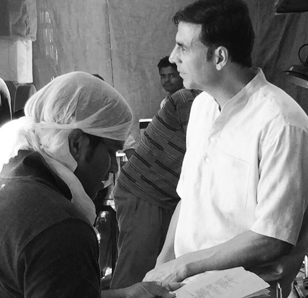 Behind the scenes Akshay Kumar and Sonam Kapoor caught in some candid moments on the sets of PadMan