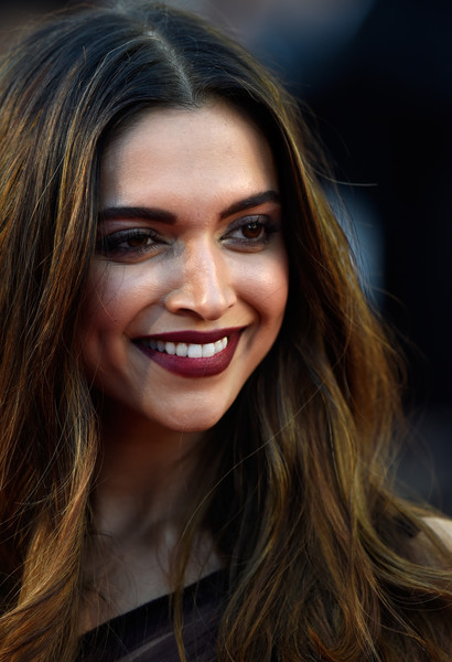 HOT Deepika Padukone looks exquisite in wine sheer gown at the red carpet of Cannes 201744