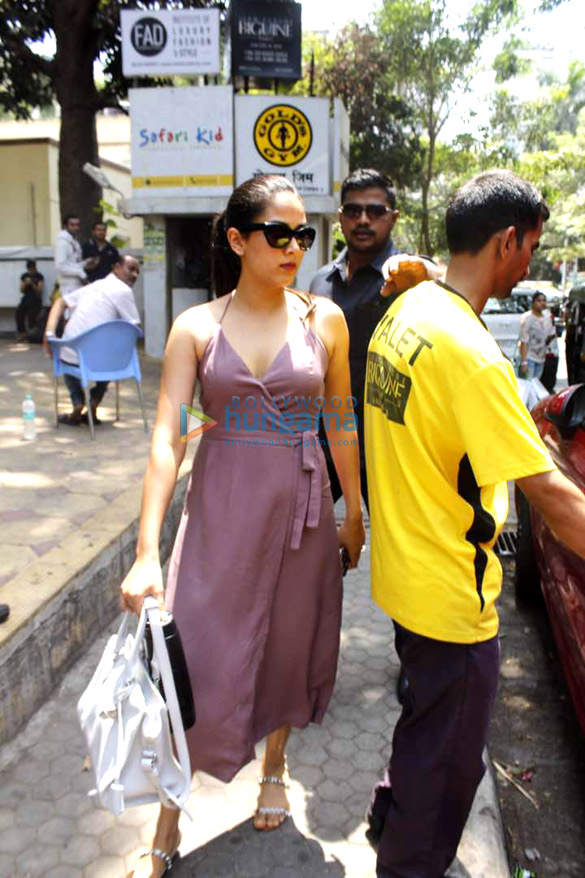 Mira Rajput snapped post her salon session in Bandra