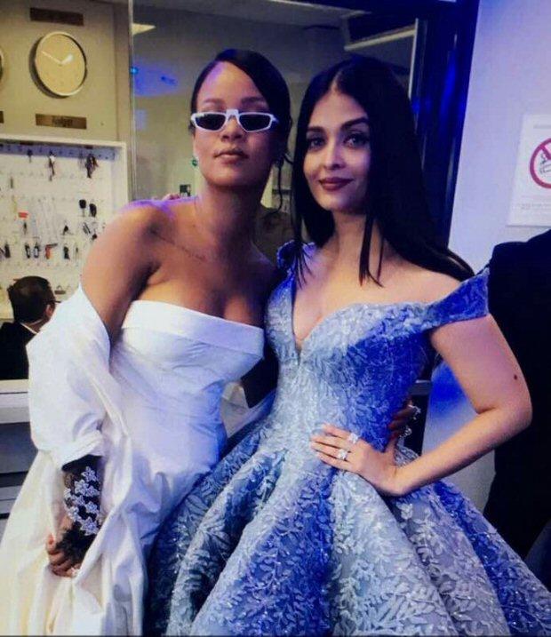 OMG! Aishwarya Rai Bachchan in one frame with international sensational Rihanna is making everyone freak out-1