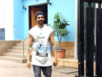 Kartik Aaryan snapped promoting his film 'Guest Iin London' in Surat