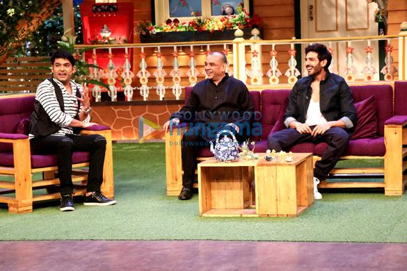 Paresh Rawal and Kartik Aaryan promote their film 'Guest Iin London' in The Kapil Sharma Show-4