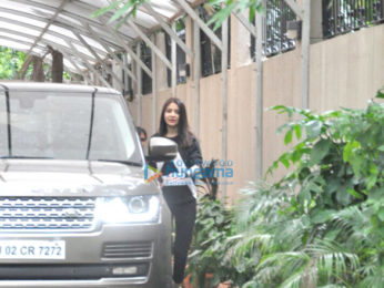 Anushka Sharma snapped post her salon session in Juhu