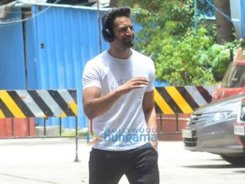 Kareena Kapoor Khan, Tiger Shroff, Bipasha Basu, Karan Singh Grover and others snapped at the gym