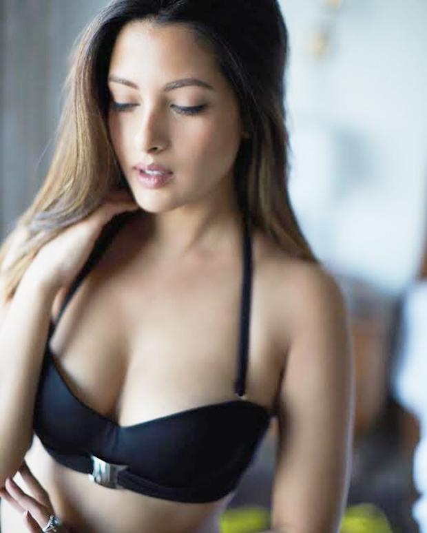 Sexy Riya Sen Ups The Mercury In A Bralet