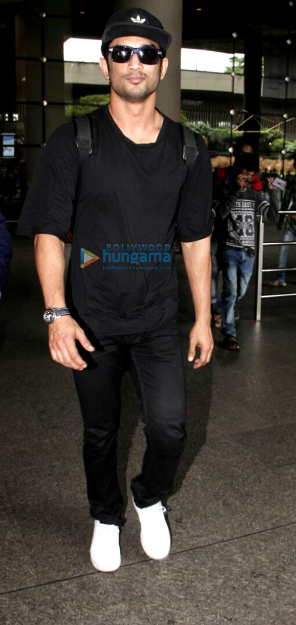 Sushant Singh Rajput and Kangna Ranaut snapped at the airport
