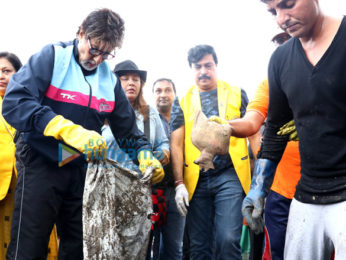 Amitabh Bachchan cleans Versova Beach and shows his support towards the cleanliness drive