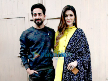 Ayushmann Khuranna and Kriti Sanon snapped promoting their film Bareilly Ki Barfi