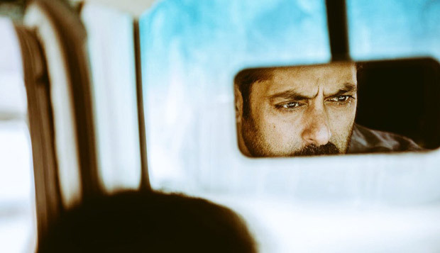 Check out Salman Khan looks intense in this new still from Tiger Zinda Hai