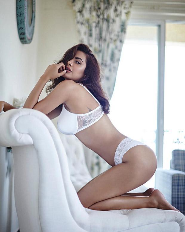 HOT Esha Gupta looks sexy as ever in a white bikini-1