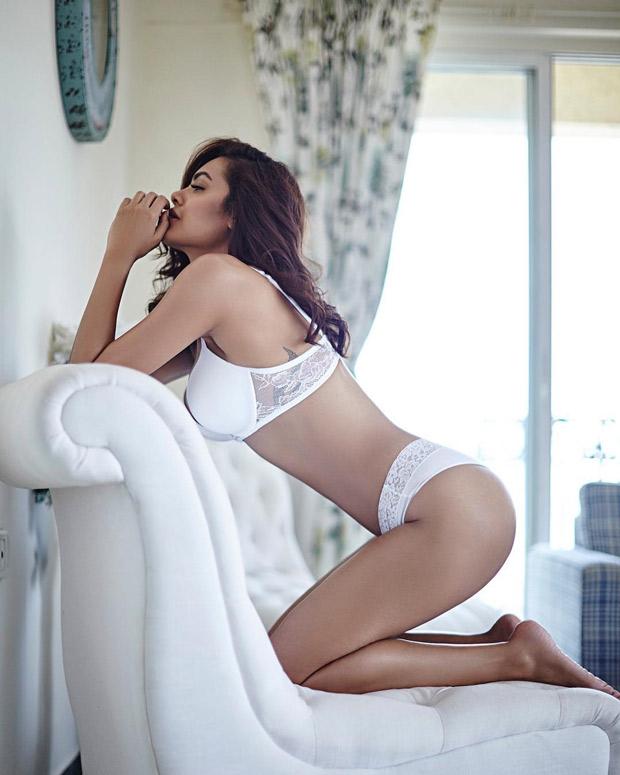 HOT Esha Gupta looks sexy as ever in a white bikini-3