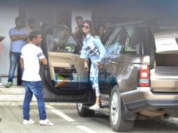 Shah Rukh Khan and Anushka Sharma snapped leaving to promote the film Jab Harry Met Sejal in Kolkata