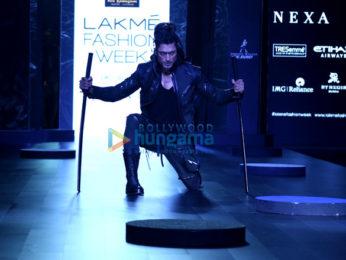 Vidhyut Jamwal walks for Asa Kazingmei at Lakme Fashion Week 2017