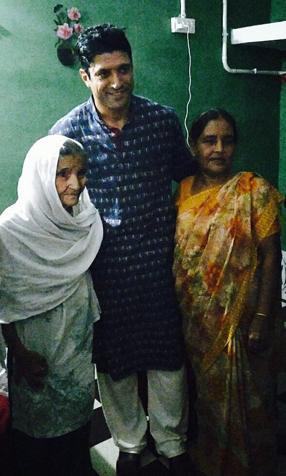 WOW! Farhan Akhtar gets overwhelmed by the love he receives in his ancestral village3
