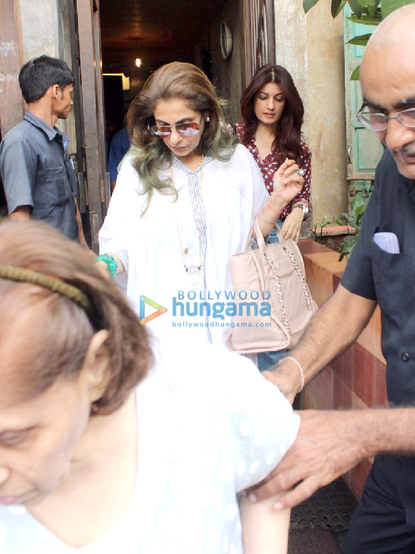 Twinkle Khanna and family snapped at Pali Bhavan
