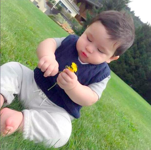 Adorable Kareena Kapoor Khan and Saif Ali Khan baby boy Taimur Ali Khan is an inquisitive kid!