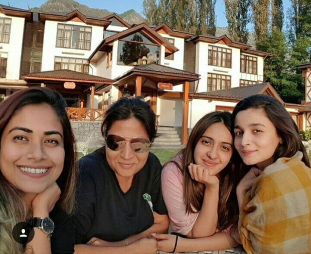 Check out Alia Bhatt heads to Kashmir for Raazi; bff Akansha joins her for the schedule 4