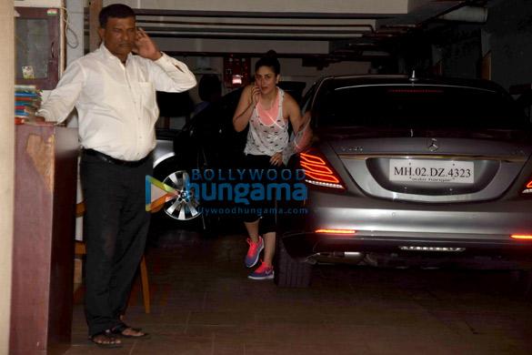 Kareena Kapoor Khan snapped in Bandra below her house