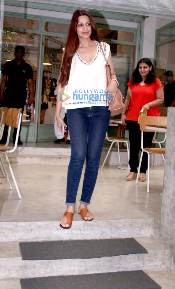 Sonali Bendre snapped at an eatery
